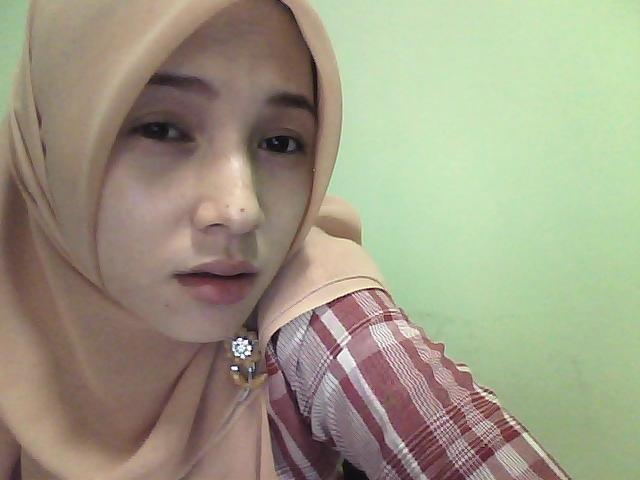 .com/2010/11/gadis-jilbab-cantik-kota-palembang-wajah-sendu.jpg