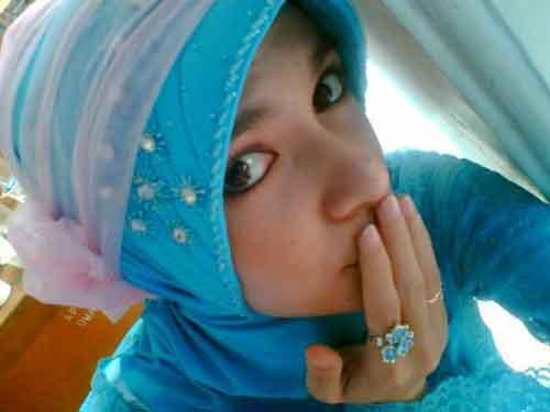 - hijab-tudung-jilbab-melayu-kebaya-cute-kissing-not-video-sex